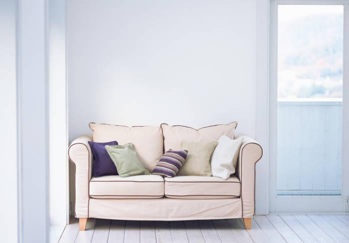 kahles wei ran an die w nde stylonic. Black Bedroom Furniture Sets. Home Design Ideas
