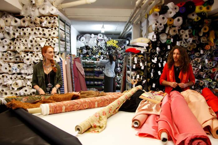 Vom kreativen Arbeitsprozess bzw. dem Entstehen der Kleider konnten die Zuschauer bisher leider wenig erfahren.
