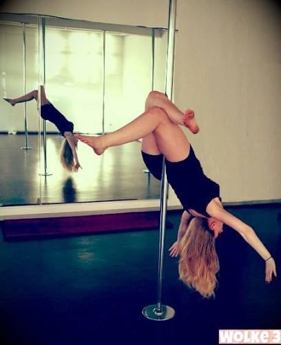 sportlich, sportlich, hier stellt Tabea Poledancing vor.