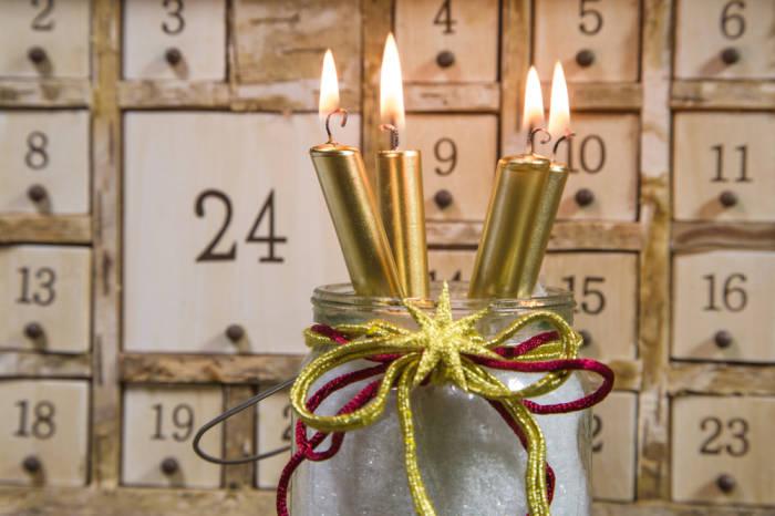 Advent. Advent, ein Lichtlein brennt
