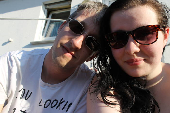 Trotz 13 Jahren unterschied lieben sich Laura und Dennis.
