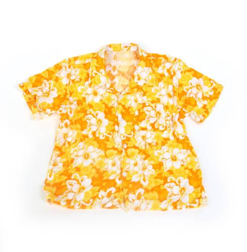 Ein  Hawaiihemd mit Blumenmotiv