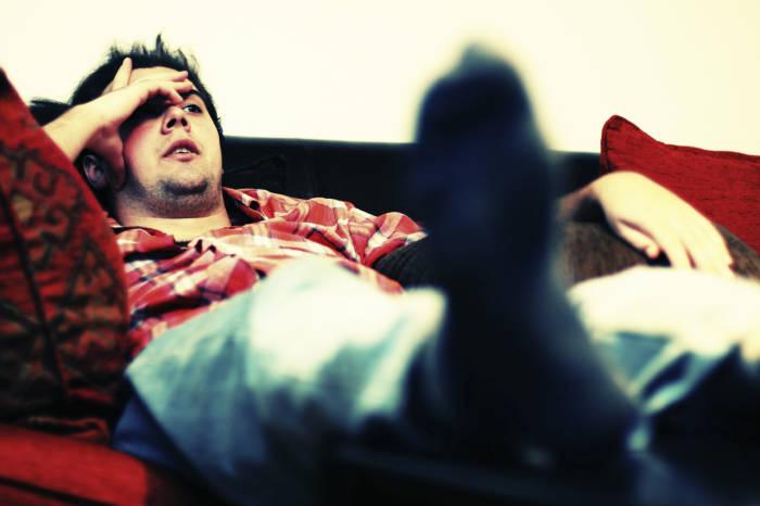 Faul auf dem Sofa