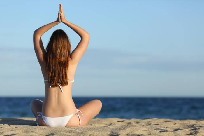 Sportarten wie Yoga trainieren oftmals tieferliegende Muskelgruppen mit.
