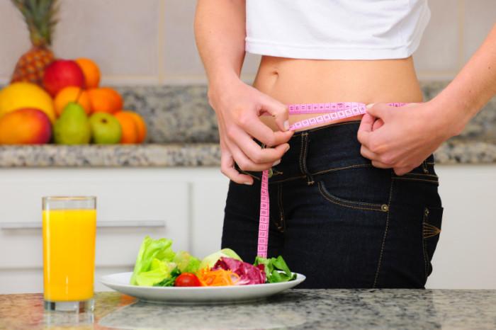 Radikaler Verzicht ist selten gesund - auch während einer Low-Carb-Diät gehören Obst und Gemüse unbedingt auf euren Speiseplan.