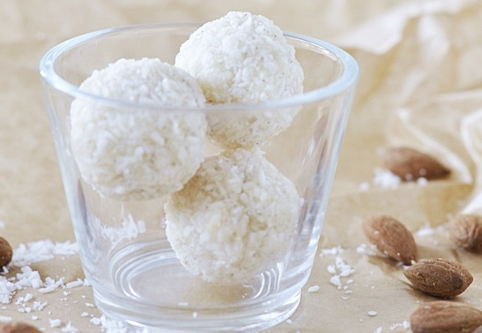 Leckeres Dessert: Kokos-Bällchen