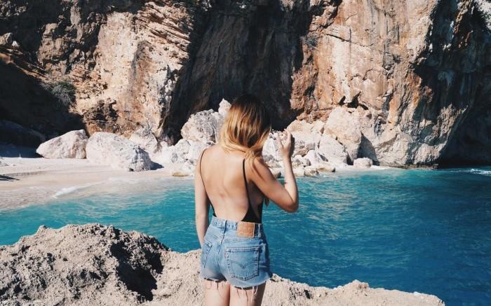 Urlaubsbild an einer felsigen Küste