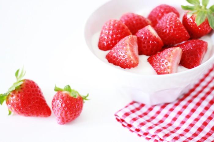 Snack aus Erdbeeren und Quark