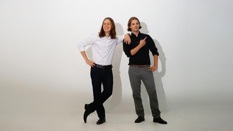 Pirmin (l.) ist 26, sein Bruder Maik (r.) ist 24. Zusammen sind sie die ONchAIR Bros.