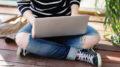 Schülerin, die bloggt